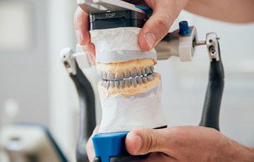 入れ歯は調整して完成します
